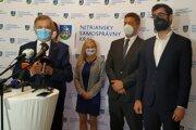 Zľava: predseda NSK Milan Belica, minister dopravy Andrej Doležal a primátor mesta Nitra Marek Hattas.