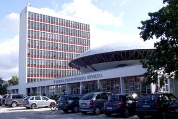Slovenská poľnohospodárska univerzita plagiáty stiahla, nepožičiava ich ani vo svojej knižnici.