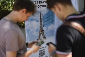 Potvrdenie o očkovaní potrebujete na vstup na Eiffelovku, od víkendu pribudnú aj interiéry reštaurácií a barov. Mnohé miesta ponúkajú aj rýchlotesty priamo na mieste.
