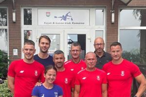 Odchovanci Kajak & klubu Komárno strénerom Petrom Likérom pred odchodom na OH.