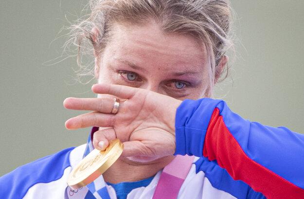 Dojatá Zuzana Rehák Štefečeková získala pre Slovensko prvú zlatú medailu na OH v Tokiu.