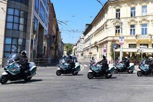 Nácvik motosprievodu autokolóny k pripravovanej návšteve pápeža Františka.
