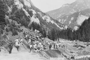 Výstavba cesty v Demänovskej doline, 1929