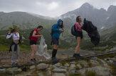 Turisti milujú Tatry i v daždi. Pozrite si fotky
