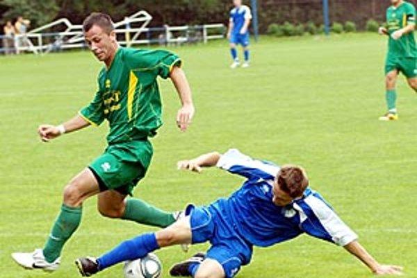 V derby Gabčíkova s Topoľníkmi vyhral dážď, gólové korenie chýbalo.