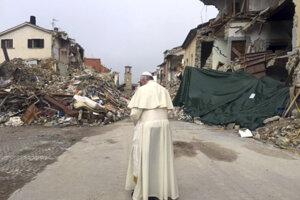 František v talianskom meste Amatrice po zemetrasení.