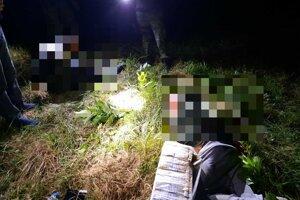 Policajtom sa podarilo odhaliť pašerákov cigariet, cez hranicu zrejme kontraband preletel za pomoci dronu.