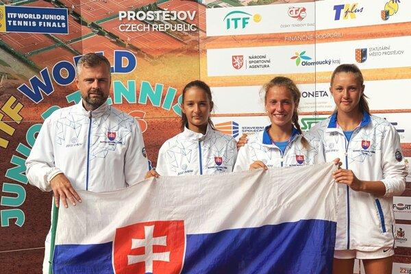 Lucia Hradecká stojí vedľa trénera Rudolfa Horvátha.