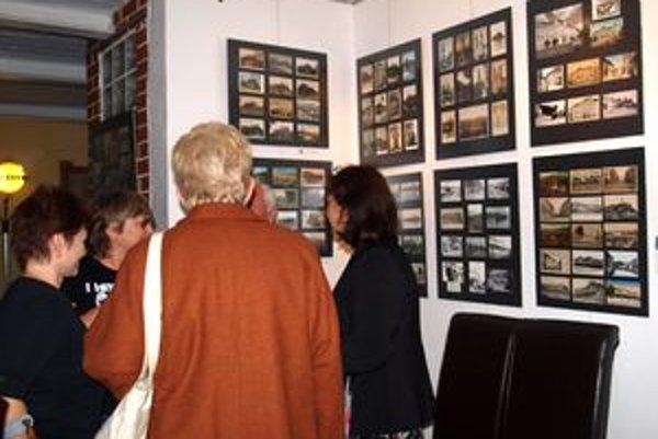 Výstavu Pohľadnice starej Nitry otvorili vo fotogalérii Trafačka.