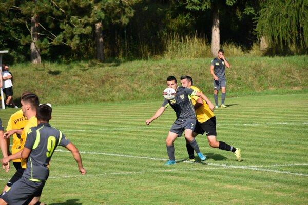 Snímka zo zápasu 1. kola 6. ligy Papradno - Šebešťanová.