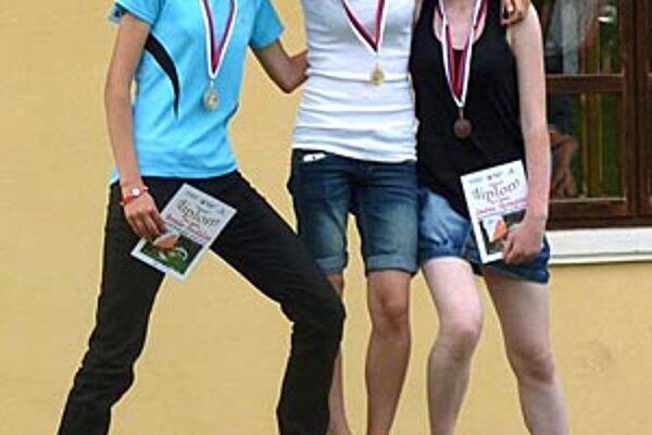 Vľavo Veronika Zrastáková.