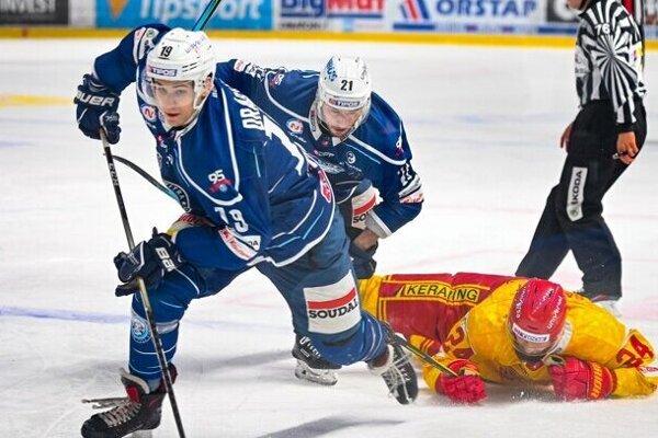 Michael Drábek (vpredu) patrí do balíčku nitrianskych hokejistov, od ktorých sa v blížiacej sa sezóne očakáva ďalší rozvoj veľkého potenciálu.