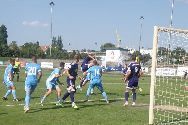 PO tejto akcii dala opora zadných radov KFC Martin Šimko druhý gól svojho mužstva proti rezerve bratislavského Slovana.