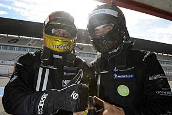 Mladý Nitran Filip Sládečka (vpravo) pri debute v sérii FIA GT3 obsadil výborné piate a ôsme miesto.