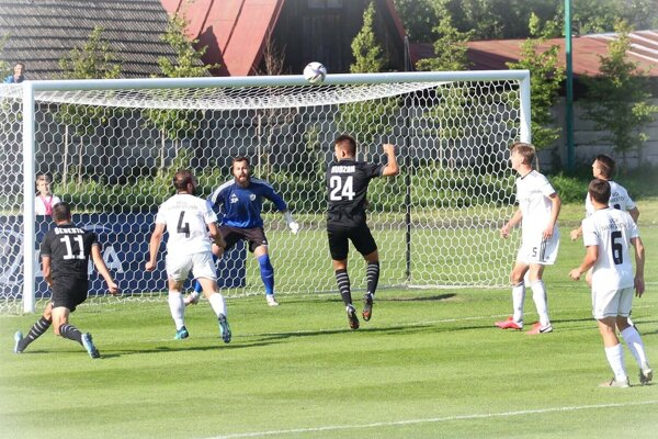 Námestovskí futbalisti získali v štyroch zápasoch jediný bod proti Skalici. Na gól stále čakajú.