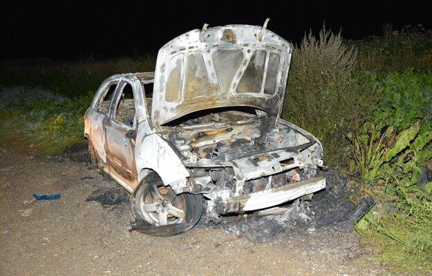 Auto zostalo zničené.