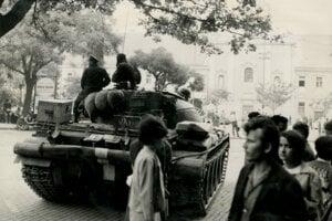 Ľudia boli tankami v uliciach zaskočení a roztrpčení.