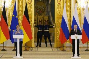 Nemecká kancelárka Angela Merkelová a ruský prezident Vladimír Putin na stretnutí v Kremli.