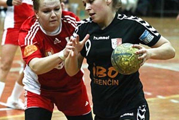 V akcii Šalianka Veselková (v červenom), autorka troch gólov.