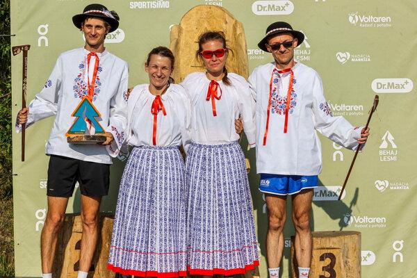 Štyria víťazi seriálu - vľavo Matej Páleník, vpravo Milan Furár.