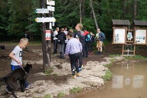 Trošku vody pravého turistu neodradí.