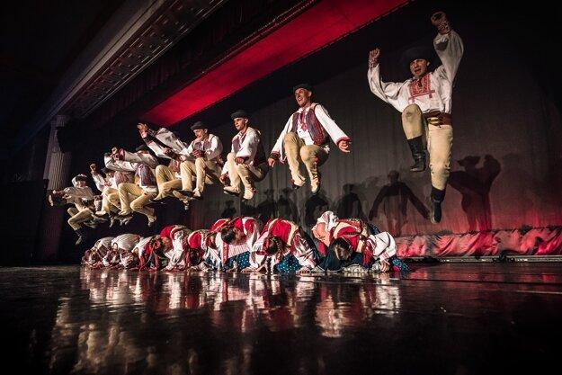Tanečníci z Lúčnice ponúkli na festivale famózny výber z choreografií profesora Štefana Nosáľa.