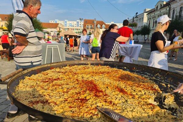 Omeletu pripravili na panvici širokej 1,61m.