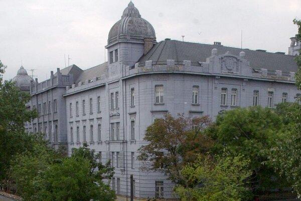 Budova Filozofickej fakulty UK na Gondovej ulici.