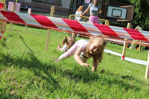 Deti sa poriadne vybláznili. Niektoré prešli prekážkami aj dvakrát.