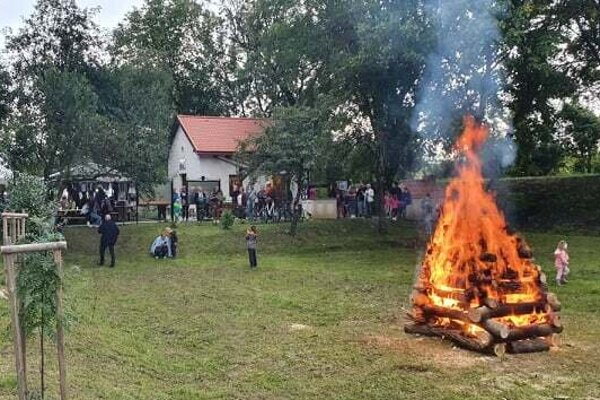 Rozlúčka s letom v Haliči zahrňovala aj vatru SNP.