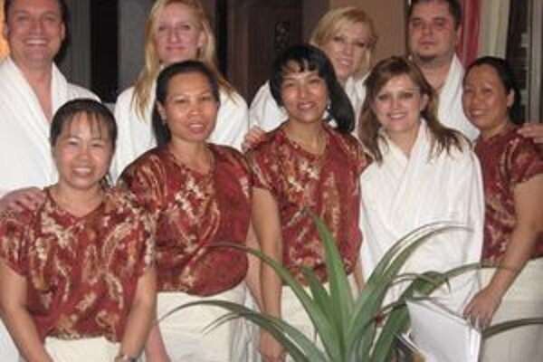 V Aisawane - hostia relácie s terapeutkami.