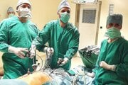 V Dolnooravskej nemocnici je školiace stredisko pre brušnú chirurgiu, vzdelávajú sa v ňom lekári z celého Slovenska.
