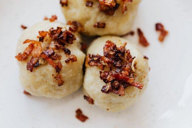 Plnené zemiakové knedličky. K receptu sa dostanete kliknutím na obrázok.
