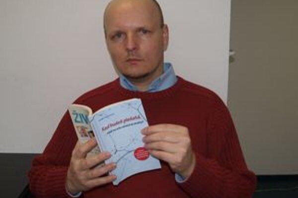 Robert Kiss je prekladateľom knihy švédskej autorky o boji so zákernou chorobou.