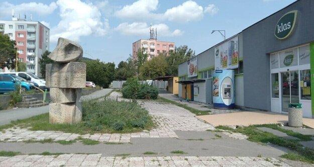 Nový bytový dom má vyrásť na mieste supermarketu a na pozemku za ním v susedstve vežiaka (vzadu v strede).