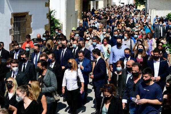 Na pohreb prišli tisícky ľudí.