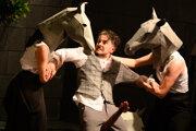 Peter Oszlík ako Lorca v inscenácii Dom počas festivalu Dotyky a spojenia
