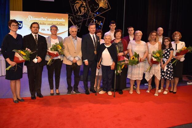 Držitelia ocenení na spoločnej fotografii.