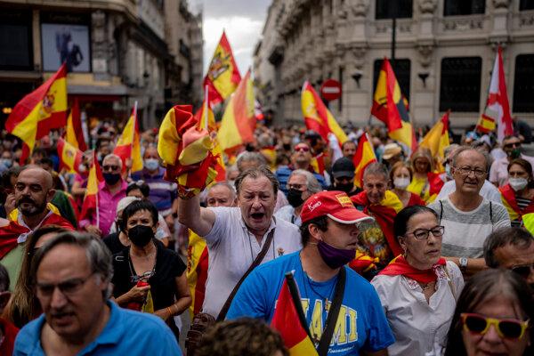Pri príležitosti Národného dňa Katalánska vyšli do ulíc desaťtisíce ľudí.