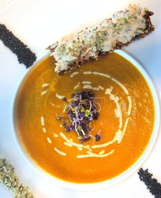 Batatová polievka s červenou šošovicou. Recept získate po kliknutí na fotografiu.