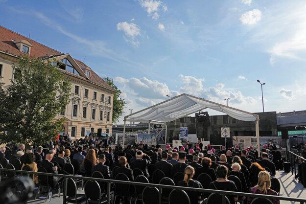 Zhromaždenie na Rybnom námestí v Bratislave.