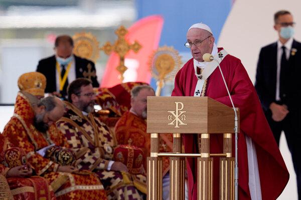 Pápež František počas liturgie v Prešove.
