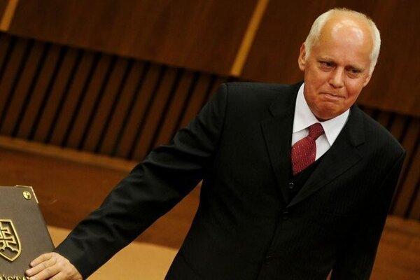Ivan Varga počas skladania sľubu poslanca 8. júla 2010.