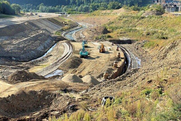 Diaľničiari zverejnili nové zábery z výstavby severného obchvatu Prešova.