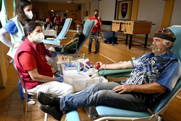 Motorkári v Sečovciach prekonali rekord v darovaní krvi. Po kliknutí na fotku sa dostanete k fotogalérii.