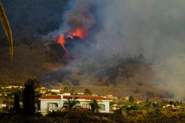 Na ostrove La Palma vybuchla sopka.