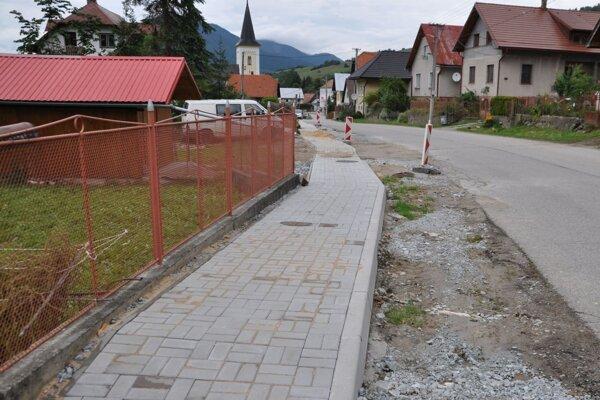 Nový chodník v Žaškove.