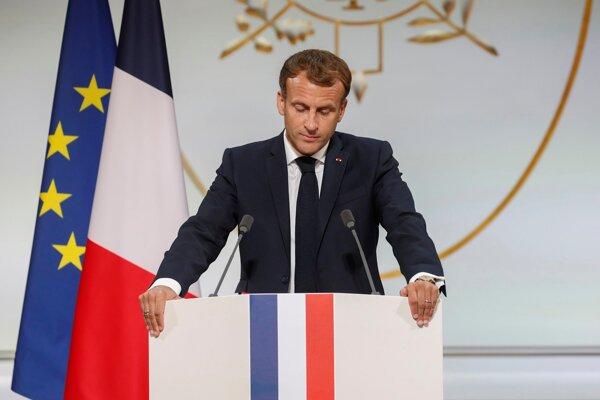 Francúzsky prezident Macron sa veľmi hnevá.