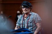 Johnny Depp na tlačovej konferencii v San Sebastiáne.