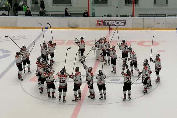Hráči Prešova sa z víťazstva tešili aj s fanúšikmi.